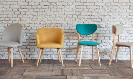 silla mostaza interiorismo silla azul con blanco